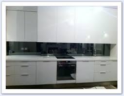 credence cuisine miroir crédence de cuisine en verre miroir gris