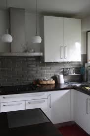 cuisine blanche mur gris cuisine noir et gris beautiful cuisine laquƒ e inspirant