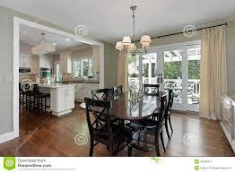 cucina e sala da pranzo gallery of sala da pranzo con la vista della cucina immagine stock