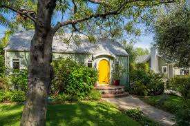 Heather Taylor Home by Hollywood Cottage Is Heart Breakingly Cute For 1 8m Curbed La