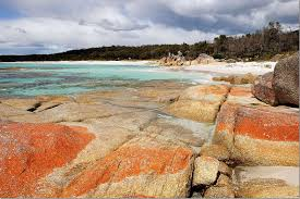 exploring the stunning bay of fires tasmania