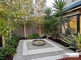 25 beautiful courtyard ideas ideas on small garden 260 best contemporary gardens images on backyard