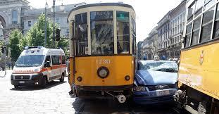 location si e auto scontro tra due tram e un auto della polizia il sole 24 ore