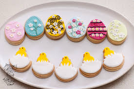 Decorating Easter Eggs With Royal Icing easter eggs linzer biscuits cookies u2013 olison u0027s cupcakes