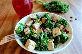 comment cuisiner le chou kale kale le chou aux pouvoirs ma recette au tofu et aux noix