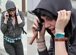 hoods haircutgame photos of kristen stewart hiding her new haircut for the role of