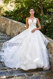 find a wedding dress 20 wedding dress shopping tips only a bridal stylist knows now