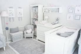 babyzimmer grau wei teppich mit spitze grau kinderzimmer gavle