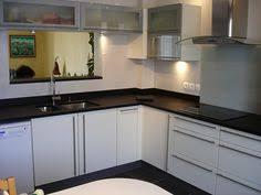 cuisine granit noir plan de travail en granit noir finition brossée cuisine