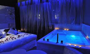 chambre pour une nuit en amoureux une chambre avec un et le lit du gourguillon la nuit de