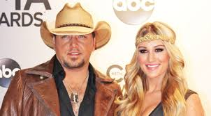 jason aldean wedding ring jason aldean reveals the reason why he removed his wedding ring