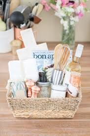 housewarming gift baskets a diy housewarming gift basket oh she swooned