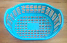 plastic laundry hamper file plastic laundry basket jpg wikimedia commons