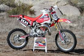 motocross bikes honda trailworthy honda cr85r filling the void