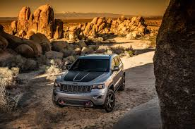 jeep grand cherokee 2017 black fullsize four wheeler jeep adds trailhawk goodies to 2017 grand