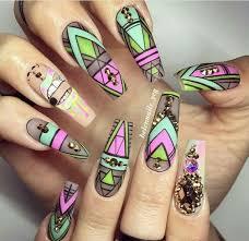 figuras geometricas uñas manicure con estilo geométrico