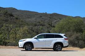 mileage toyota highlander 2017 toyota highlander hybrid brief drive of updated three row suv