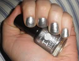 miss chew metalic silver nail polish on trend with a tan for summer
