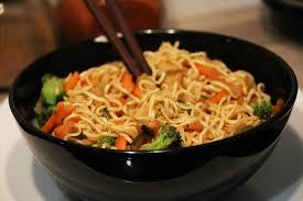 cuisiner des pates chinoises recette nouilles chinoise sautées facile et rapide