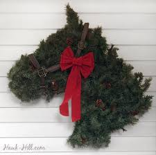 horse head shaped greenery wreath instructions to make your own