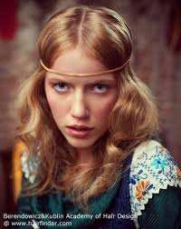 hairstyles with headbands foe mature women easy 60s long hairstyle with a headband and center part
