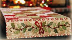berries table runner quilt pattern by shabby fabrics