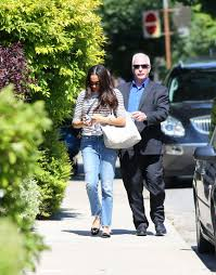meghan markle toronto meghan markle arrives home in toronto following 10 day trip visiting