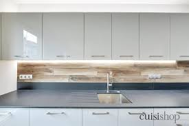 ruban led cuisine ruban led sous meubles hauts et crédence effet bois