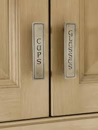 learn about different styles of kitchen cabinet hardware