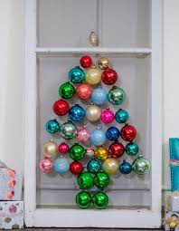10 awesome ways to decorate with leftover ornaments