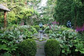 beautiful courtyard gardens ideas with small path planted with