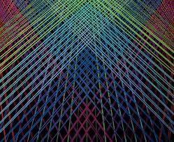 licht und design designer couchtisch aus glas wie ein prisma das das licht bricht