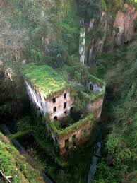 31 haunting images of abandoned places that will give you goose