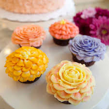 learn to decorate cakes at home la byob flower cupcake decorating class magnolia bakery