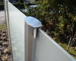 steinmauer mit glaselement als windschutz sichtschutz fr garten
