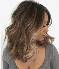 short brown hair with light blonde highlights brown hair with blonde highlights short medium wavy haircut