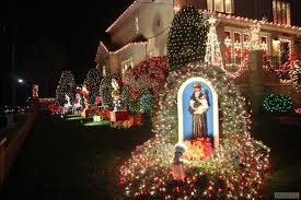 see some of the nyc u0027s best christmas pageantry in dyker heights