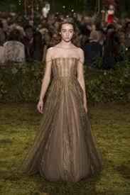 robe mariã e haute couture judi dench 82 is at abdul screening in venice