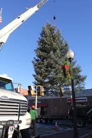 jeep christmas tree slideshow christmas tree comes to danvers square multimedia