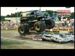 original grave digger monster truck monster jam happy 30th anniversary grave digger youtube