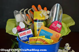 theme basket ideas celebrate the gardener in your gift basket idea