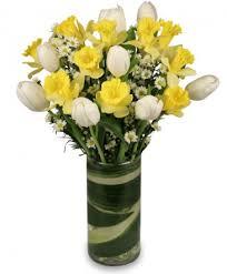 quintessential spring arrangement