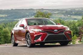 toyota camry 2019 2018 toyota camry vs 2018 holden commodore pre review comparison