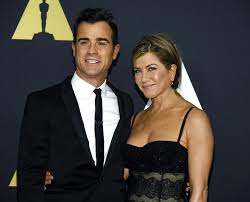 aniston mariage aniston justin theroux married soon cake gushes