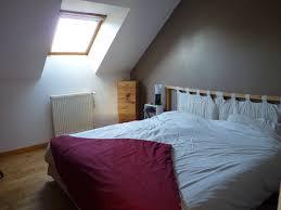 chambre peinte peinture gris taupe chambre idées de décoration capreol us