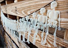 halloween decorations skeleton dollar store diy halloween skeleton garland pearmama