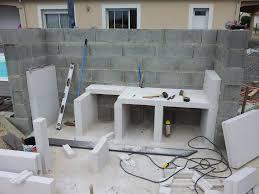 fabriquer cuisine exterieure cuisine construire une cuisine en beton cellulaire versailles avec