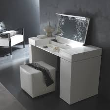 Black And Mirrored Bedroom Furniture Bedroom Antique White Makeup Vanity Table With Lighted Mirror And