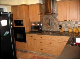Picture Of Kitchen Backsplash Simple Kitchen Backsplash Pictures With Oak Cabinets S Intended