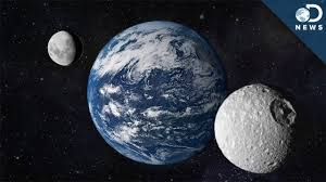 does earth a second moon